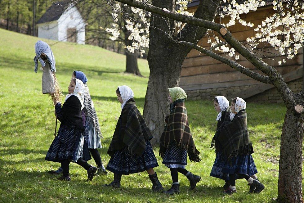 Tradiční pořad Velikonoce na Valašsku se kvůli vládním opatřením konat nemůže. Skanzen připomene velikonoční zvyky prostřednictvím fotografií a videí.