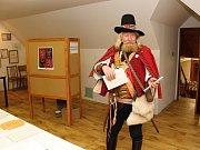 Vyslanec Valašského krále Boleslava 1. Dobrotivého na furt odvolil v sobotu krátce po deváté ráno. Do volební místnosti nejmenšího okrsku ve Vsetíně přišel ve valašském kroj, vyzbrojený palašem, bambitkou a nezbytnou Valaškou.