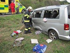 Při střetu dvou vozů v Meziříčí se zranili tři lidé