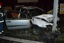 V Rožnově pod Radhoštěm bourala v pátek 4. prosince 2015 třiatřicetiletá řidička. Po nehodě nadýchala 2 promile.