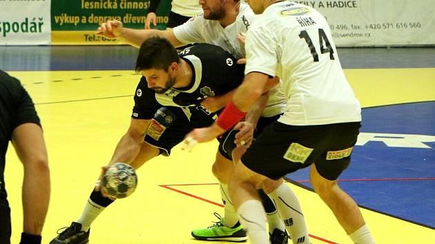 Házenkáři Zubří (v bílém) ve čtvrtfinále poháru proti Plzni