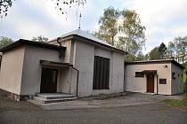 Stará obřadní síň na hřbitově ve Valašském Meziříčí. Ilustrační foto.