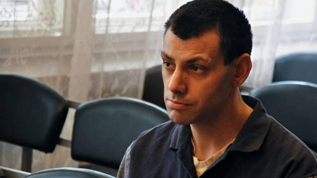 Třicetiletý František Kněžek z Rožnova pod Radhoštěm stanul v pondělí 2. dubna 2012 před Okresním soudem ve Vsetíně.