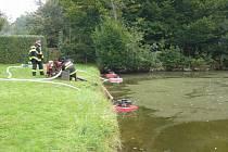 Otrávené ryby v nádrži u obce Huslenky.