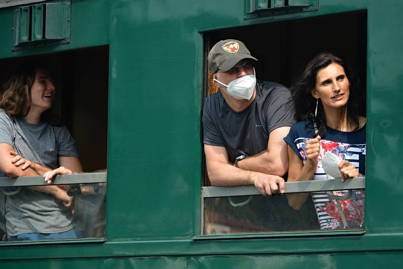 Rožnovské parní léto 2021 - jízda historickým vlakem s lokomotivou zvanou Velký býček alias Tulák v z Valašského Meziříčí do Rožnova pod Radhoštěm. sobotu 17. července