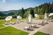 Letní tipy v Resortu Valachy. Sluneční terasa hotelu Horal.