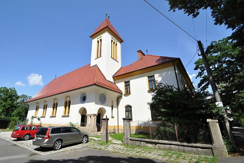 Valašské Meziříčí - evangelický kostel v parku Botanika