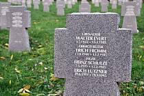 Místo piety. Na valašskomeziříčském hřbitově mají své hroby také němečtí vojáci.
