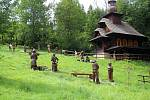 Velké Karlovice se těší velké oblibě turistů. Výjimkou nebyl ani poslední prázdninový týden roku 2020. K prohlídce láká galerie soch a kaple sv. Huberta v údolí Pluskovec.