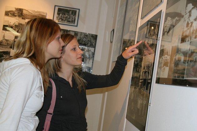 Výstava nazvaná Pavel Blaha - Huslenky viděné s láskou má nečekaný úspěch. Organizátoři ji prodloužili až do konce roku. Fotograf Pavel Blaha oslaví příští rok osmdesát let