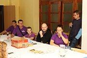 Pořadatelé předali rodičům nemocného Kubíka výtěžek 4. ročníku Kateřinického benefičáku.