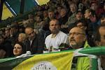 Vsetínští hokejoví fanoušci slavili v sobotu 12. října 2019 přesně na den 80. výročí založení klubu. Bývalí spoluhráči za Vsetín Rostislav Vlach (v bílém dresu) a současný sportovní manažer Radim Tesařík.