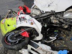 Pro zraněného motorkáře musel do Vsetína vrtulník, muž později zemřel