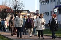 Účastníci pochodu se sešli u Městských lázní.