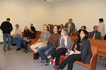 V hlavách Rožnovanů, kteří včera vypovídali u soudu, se během soudního přelíčení rojily pochybnosti.