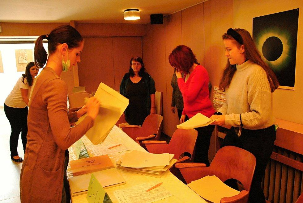 Ve volební stanoviště se pro letošní krajské volby proměnila částečně také Hvězdárna Valašské Meziříčí.