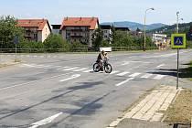V místě kde se v současné době odbočuje z hlavní cesty v Hovězí do místní části Hovízky, vznikne příští rok kruhový objezd.