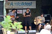 Třiadvacátý ročník Malého festivalu na konci světa s názvem Amfolkfest se uskutečnil v sobotu 28. července v osadě Pulčín. Z Olomouce přijela folk-bluesová formace Alibaba.