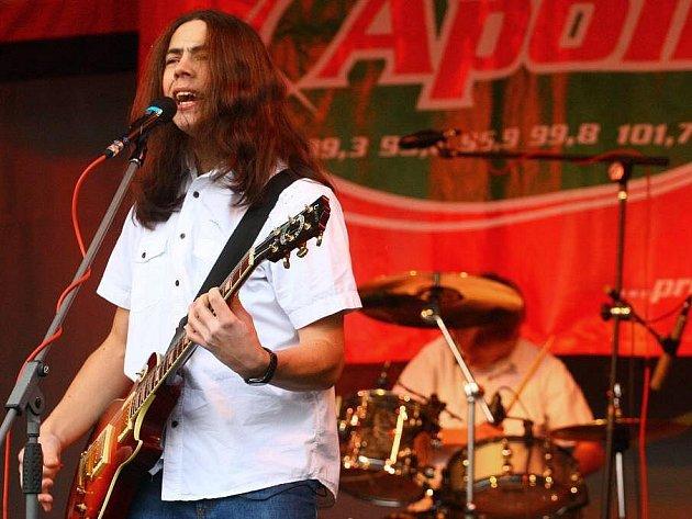 Rocková kapela Nevím na valašskomeziříčském náměstí