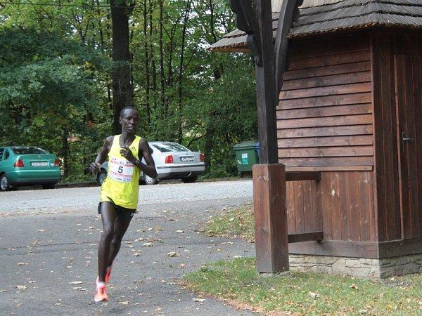 Vítěz Elisha Kiprotich Sawe zKeni zaběhl traťový rekord