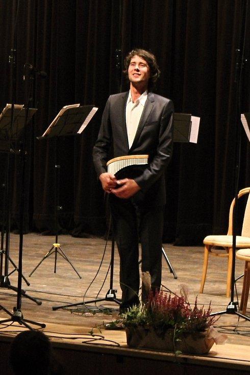 Sobotním galakoncertem v Janíkově stodole v rožnovském skanzenu skončil první ročník mezinárodního hudebního festivalu Božská flétna.