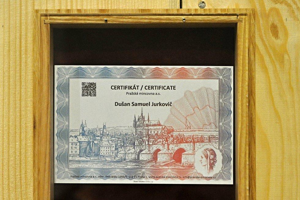 Certifikát k pamětní minci vydané po požáru Libušína; Valašské muzeum v přírodě v Rožnově, Sušák, 1. patro, srpen 2020