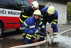 Společné cvičení sedmi sborů dobrovolných hasičů z Valašského Meziříčí, Krhové, Poličné a Velké Lhoty
