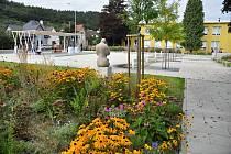 Slavnostní otevření obnoveného parku před Střední odbornou školou Josefa Sousedíka ve vsetínské městské části Rybníky; pátek 11. září 2020