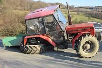 U Leskovce se v úterý 22. listopadu 2016 odpoledne střetlo osobní auto s traktorem