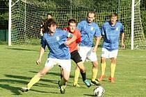 Fotbalisté Branek (červené dresy) doma prohjráli s Kelčí B 1:3.