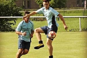 Čtyřiadvacetiletý krajní záložník společného družstva Stříteže a Hrachovce B  Martin Lušovjan v zápase proti Liptálu zaznamenal hattrick a pět gólových nahrávek.