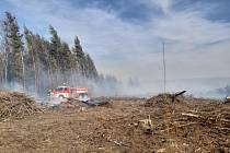 Třináct jednotek likviduje požár rubiska na Vsetínsku. Aktualizace