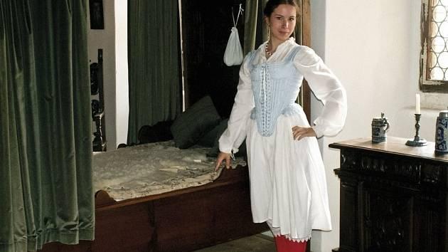 V zámku Lešná u Valašského Meziříčí bude 1. května otevřena výstava věnovaná spodnímu prádlu a voňavkám našich předků.
