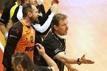 Extraligoví házenkáři Zubří ovládli druhý zápas čtvrtfinále play-off v Karviné 30:29 po sedmimetrových hodech a vyrovnali stav série na tři vítězství na 1:1. Na snímku trenér Zubří Micahl Tonar.