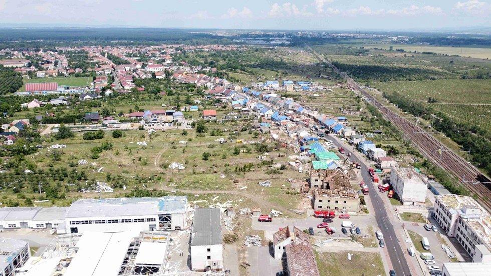 Odklízení škod po živelné pohromě v Hruškách.