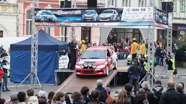 Bonver Valašská rally má centrum opět na náměstí ve Valašském Meziříčí.