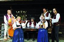 Sestavu rožnovské cimbálové muziky spojuje láska k lidové hudbě.