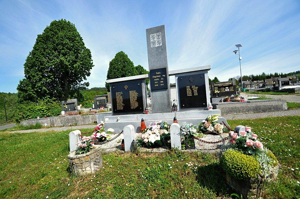 Francova Lhota - památník obětem světových válek na hřbitově.