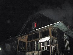 Při likvidaci rozsáhlého požáru bylo nalezeno lidské tělo