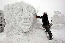 Patnáctý ročník sochařského sympozia pod názvem Sněhové království na Pustevnách.