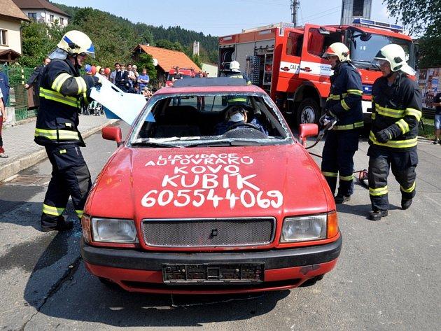 Dobrovolní hasiči ve Lhotě u Vsetína si v sobotu 31. srpna 2013 připomínali 110. výročí založení zdejšího hasičského sboru.