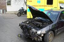 Dopravní nehoda osobního auta zn. Peugeot 306 a motocyklu zn. BMW.
