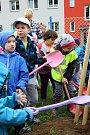 Děti z mateřské školy Krajczova ve Valašském Meziříčí zasadily 16. dubna 2018 na zahradě školky lípu u příležitosti 111. výročí zvolení TGM poslancem. Do zahradnických prací se pustily třídy Myšky, Berušky a Medvídci.