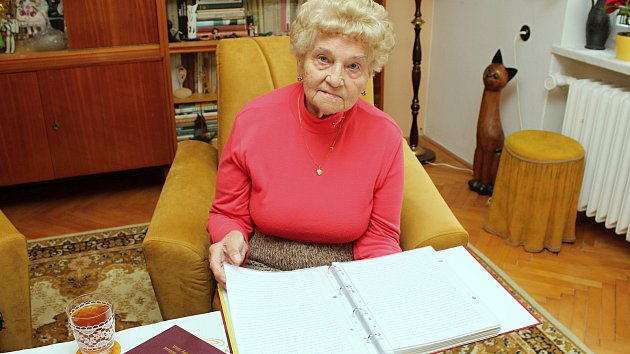 Jiřina Sousedíková sepsala za deset let ručně psané paměti