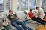 Studenti a pedagogové Střední školy Kostka darují krev na hematologicko-transfúzním oddělení Vsetínské nemocnice; únor 2020
