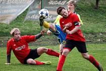 Kanárci z Kelče (žluté dresy) v derby porazili Choryni 2:1.