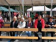 V sobotu 2. září se v za obecním úřadem v Kateřinicích uskutečnil 4. ročník Kateřinického benefičáku. Výtěžek věnovali pořadatelé nemocnému Kubíkovi.
