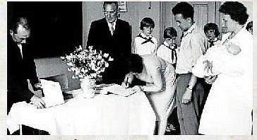 VÍTÁNÍ OBČÁNKŮ. Vítání nových občánků v 60. letech.