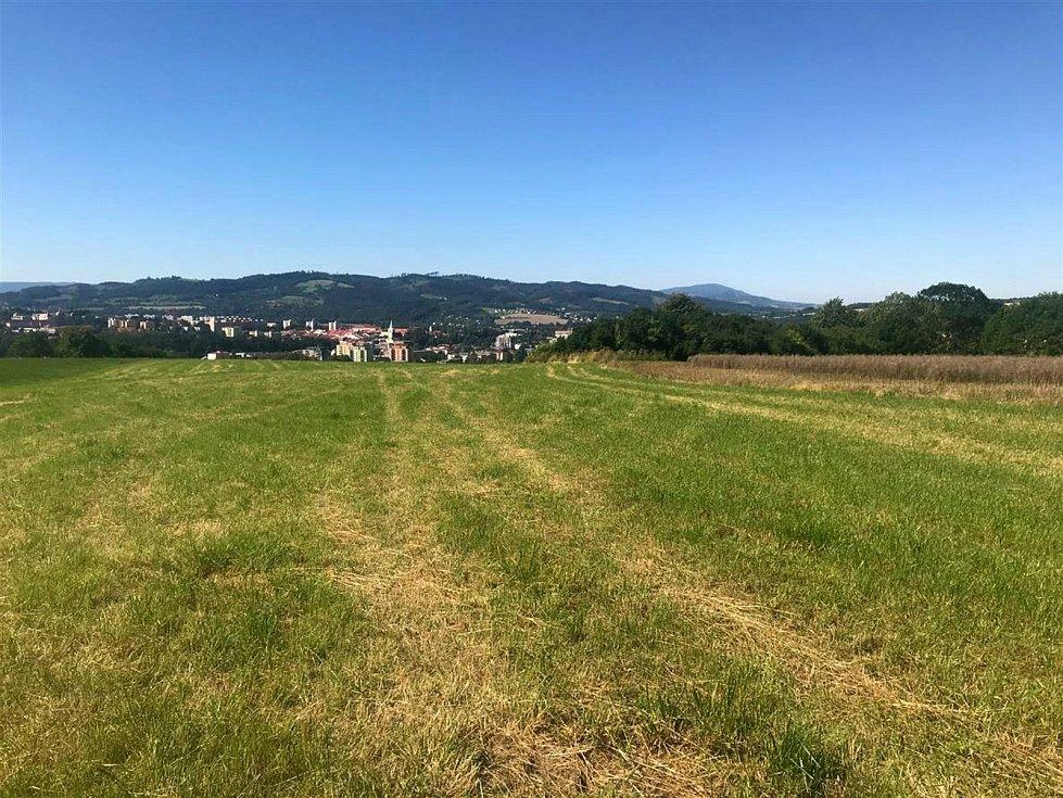 Pohled z vrchu Helštýn na Valašské Meziříčí.