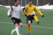 Fotbalisté Valašského Meziříčí (žluté dresy) ve druhém jarním zápase prohráli v Novém Jičíně (1:4).